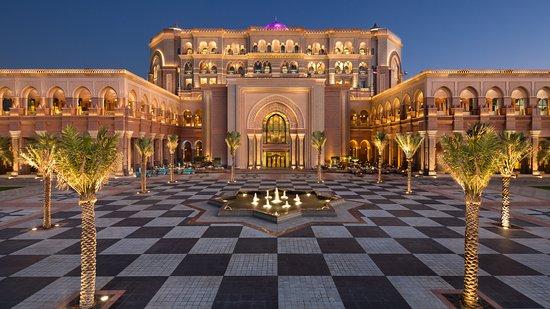 7 star hotel in world