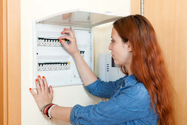 Qualified Electrician Companies and Trained Electrician